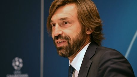 Pirlo gibt sein Debüt auf der Trainerbank in der Champions League. Foto: SERGEI SUPINSKY/AFP via Getty Images